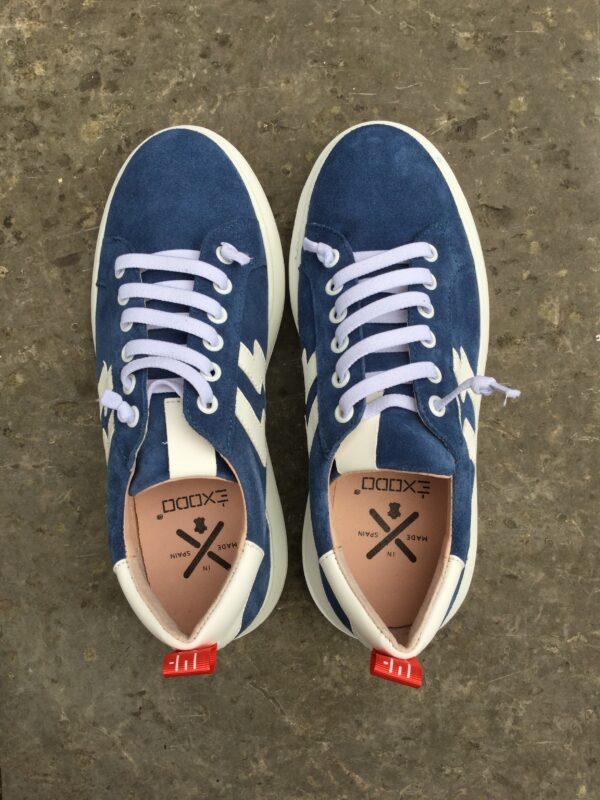 Sneakers i blå mocka
