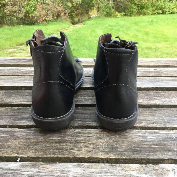 bekväma promenadskor med kort skaft svart
