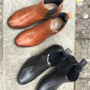 Klassiks släta jodhpurs i läder med resår i sidorna, svarta och konjaksbruna