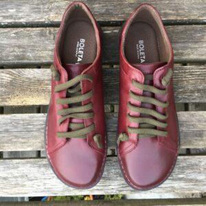 Bekväma promenadskorvinrött bruna och svarta skor