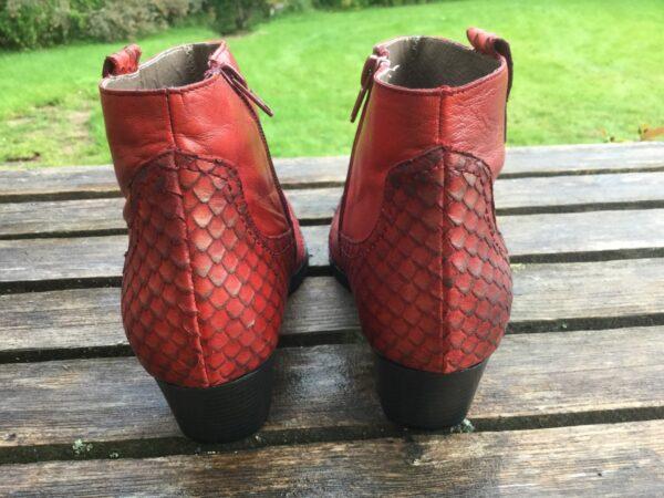 röda western boots
